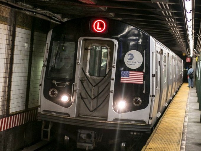 L K  Comstock lands two NYCT substations - Railway Age