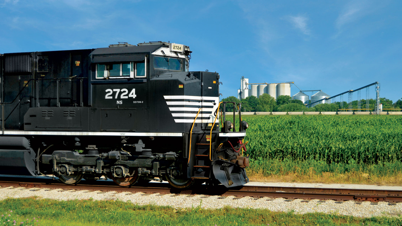 Norfolk Southern beats on revenue, still working to fix service