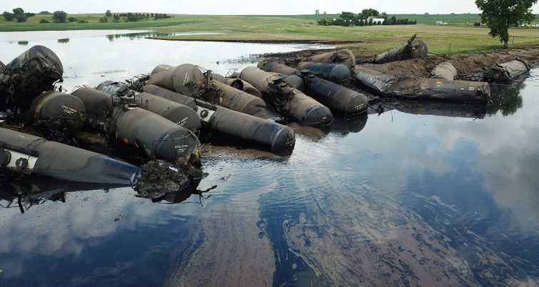 derailment crude oil Iowa