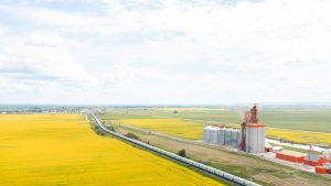 Last month, CP (pictured) moved 3.04 MMT of Canadian grain and grain products, and CN moved 3.27 MMT of Canadian grain—a record for both.