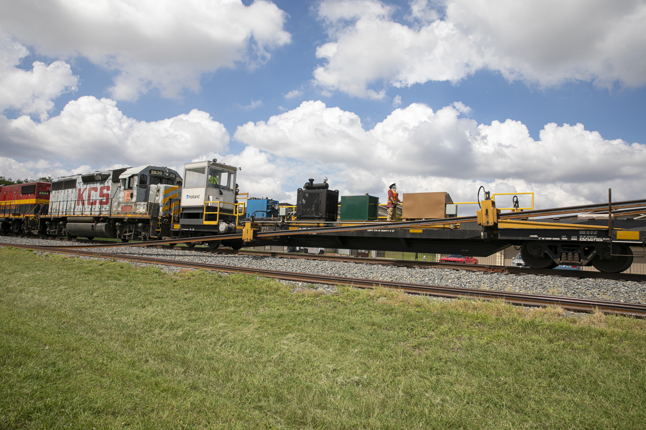 In September, 50 1,500-foot-long rail segments were delivered for DART's 26-mile Silver Line Regional Rail Project under construction between Plano, Texas, and DFW Airport. Steel Dynamics, Inc. in Columbia City, Ind., shipped them by train to Richardson. The new alignment is slated for revenue service in 2023.