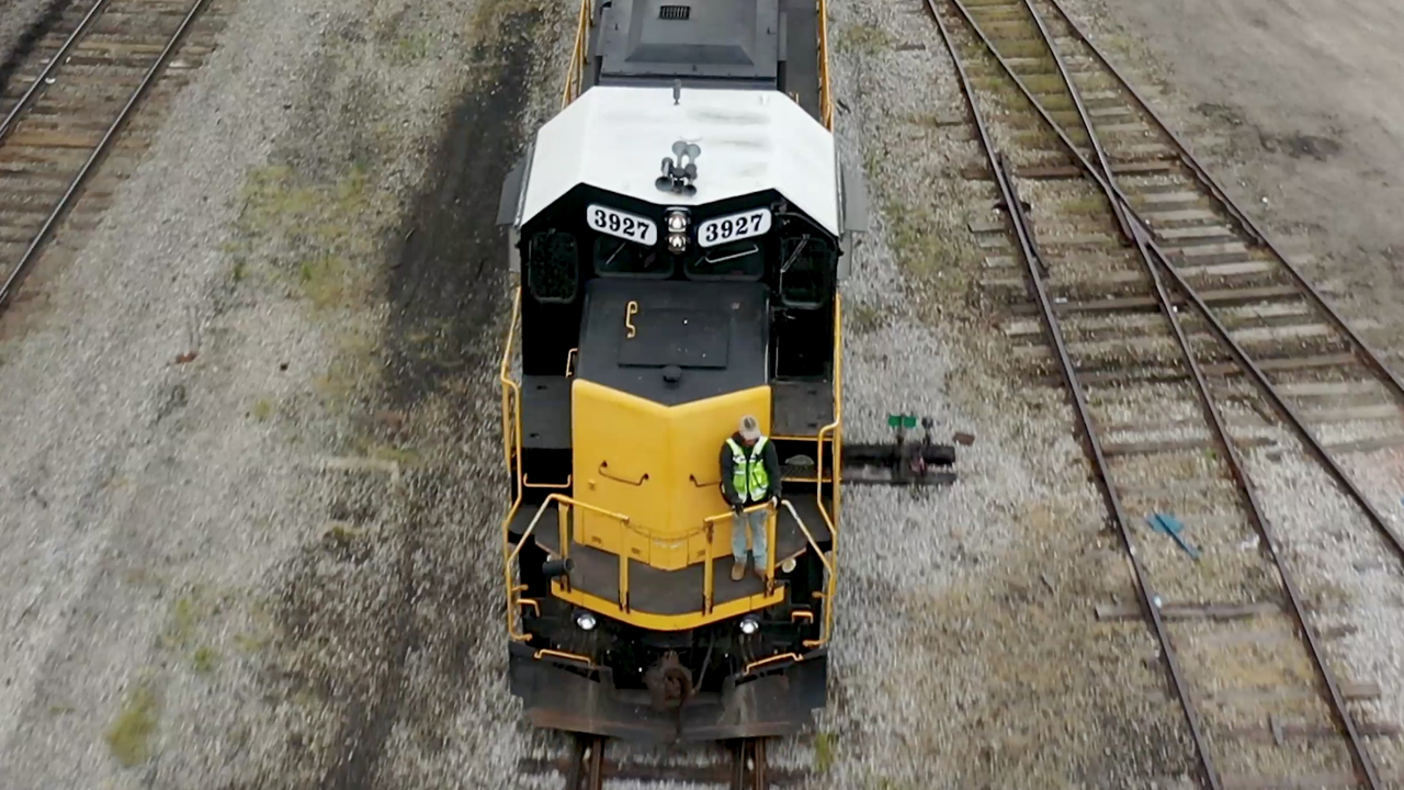 Watco will purchase from CN approximately 250 miles of track in Ontario, Canada, and 650 miles of branch lines in Wisconsin and Michigan.