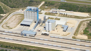 The Refugio Transload Terminal can accommodate 650 railcars, and offers eight 2,000-ton concrete silos with conveyer systems for handling bulk commodities, with the option to transload from rail to silo to truck, in any combination.