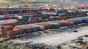 """Pictured: Union Pacific's Global 4 intermodal ramp in Chicago. """"In 2021, the average time a chassis is on the streets before it returns to an intermodal ramp has elongated by 20% versus the same time last year,"""" says Elise Gosch, UP's AVP-Marketing & Sales-Premium Intermodal."""