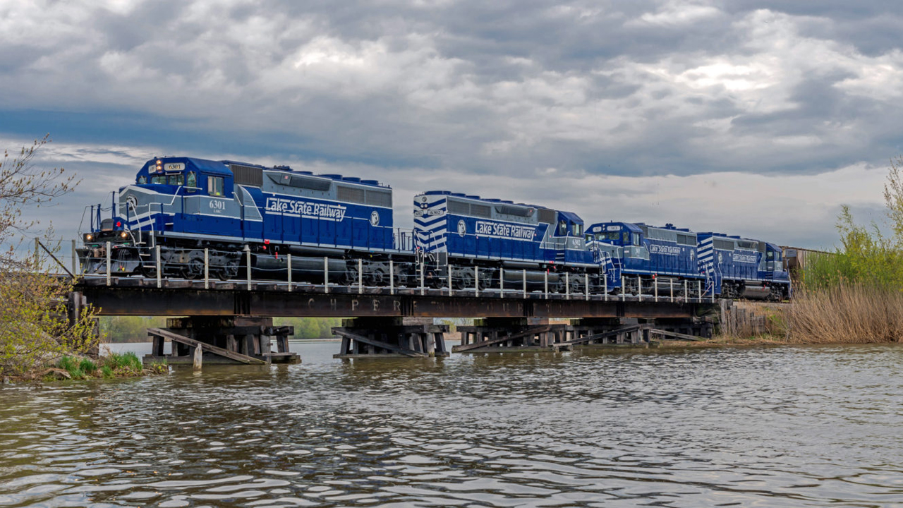 ASLRRA selected four honorees for its annual Business Development Awards program, including Lake State Railway (pictured), Railway Age's 2018 Short Line of the Year. (LSRC photo)